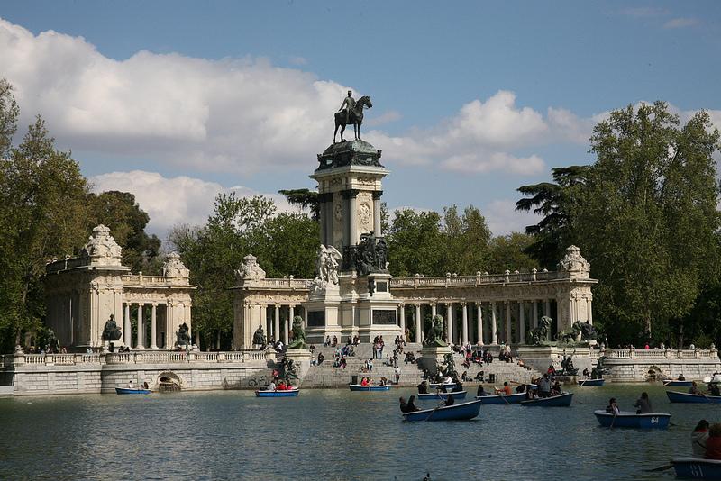 Tag barcas javi olmo for Parque del retiro barcas